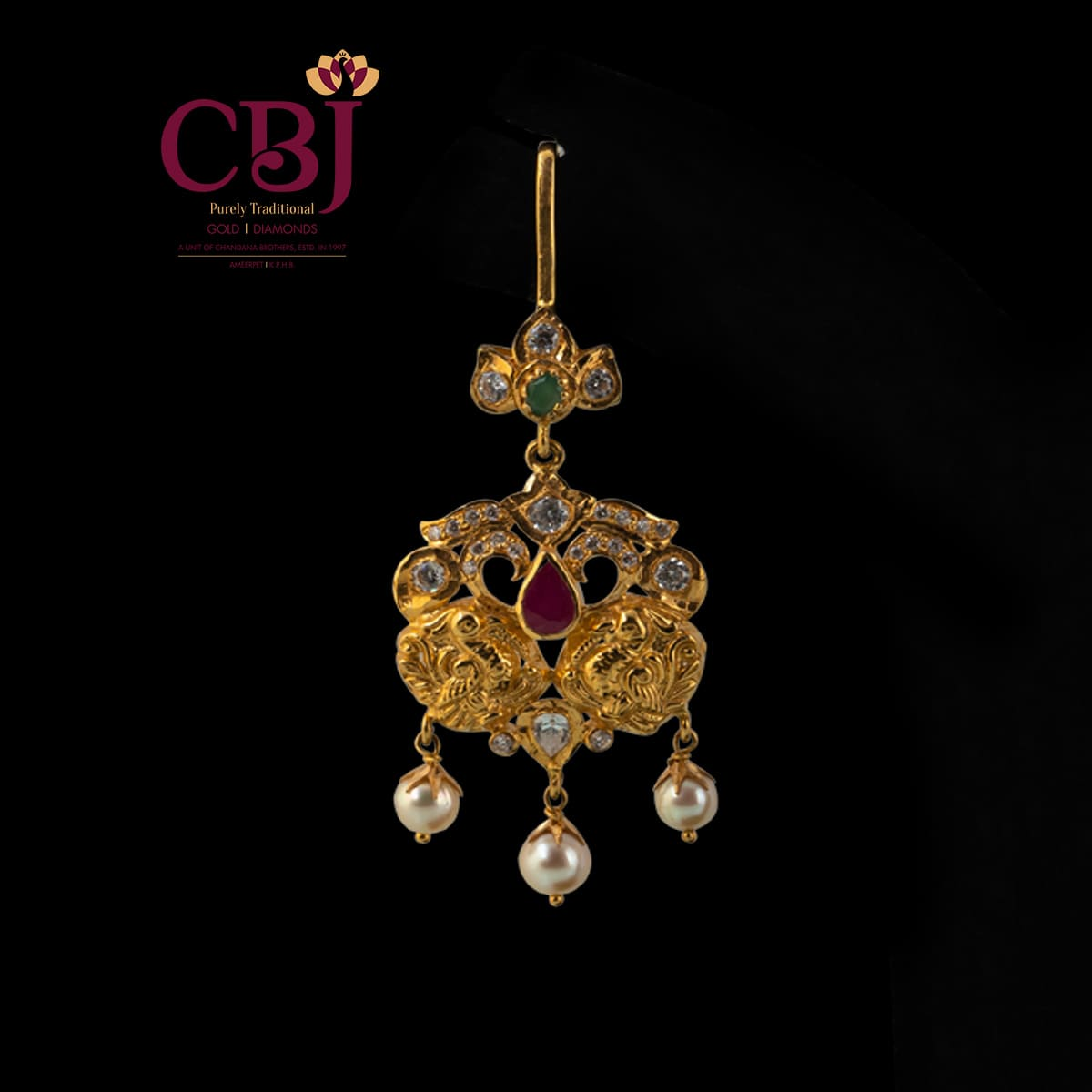 Maang tikka brightened in texture, accompanied by cubic zirconia.