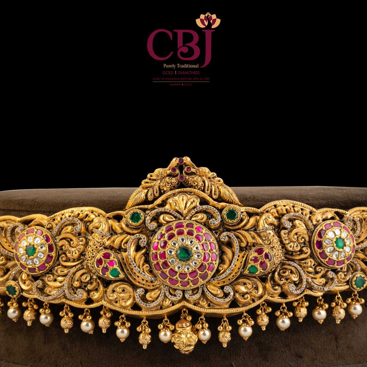 Belt style vaddanam featuring an antique design for a rustic charm.