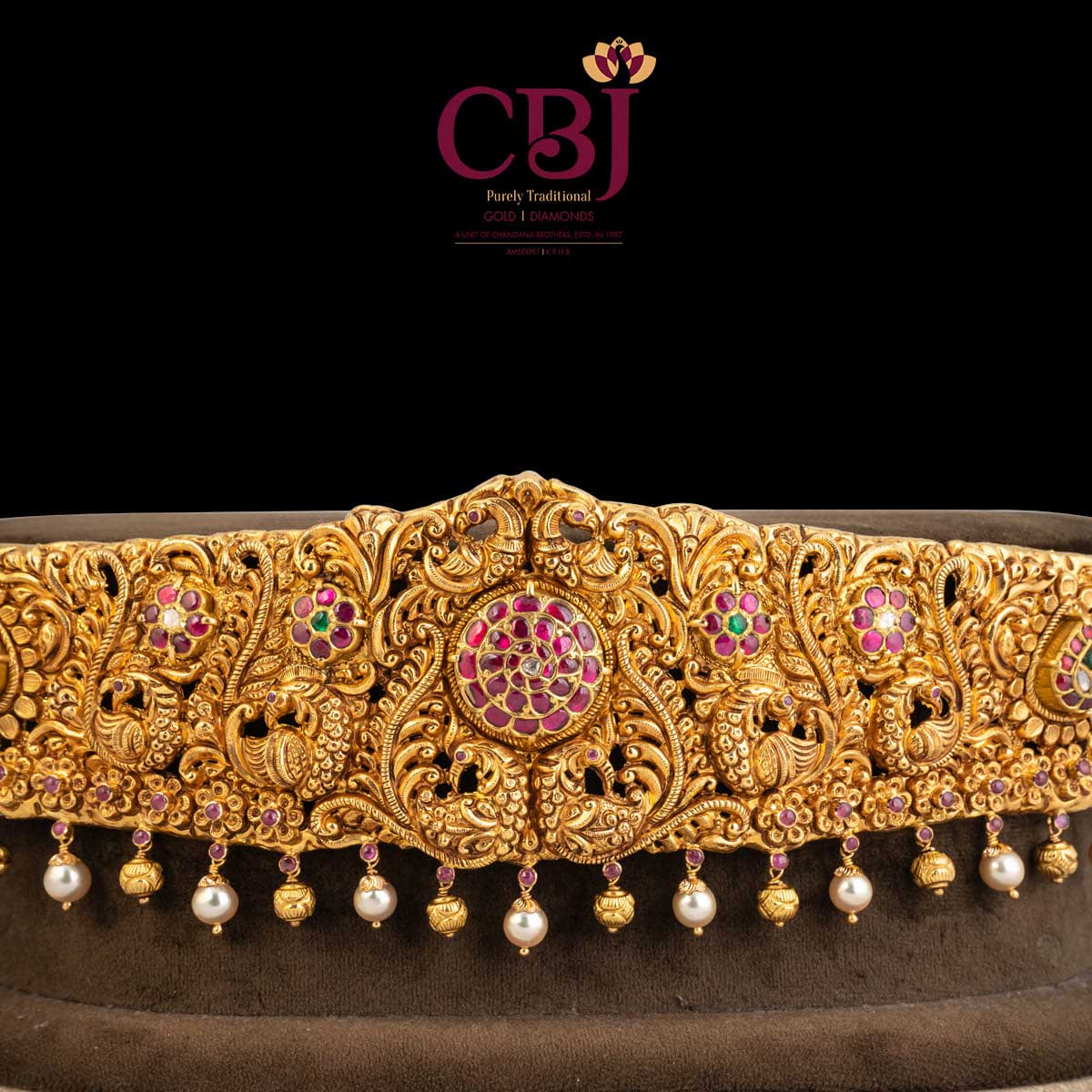 For an everlasting clasp! Antique vaddanam studded with kundan stones.